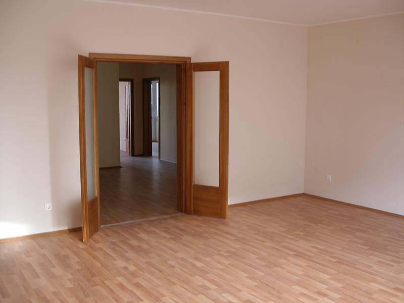 Установка деревянных межкомнатных дверей