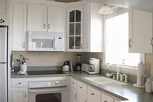 Кухня в современном стиле для небольшого помещения