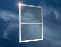 Москитные сетки – необходимый аксессуар при установке пластиковых окон