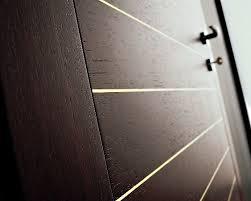 Металлические шпонированные двери – надежная защита вашего жилища