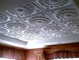 Установка клеевой плитки на потолок