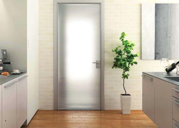 Остекленные двери: виды и рекомендации