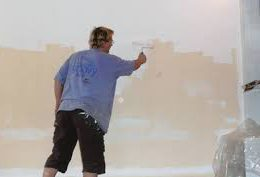 Окраска поверхности стены известковым составом