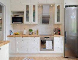 Светлый дизайн небольшой кухни