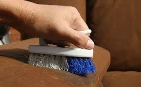 Чистка мягкой мебели. Как выводить пятна?