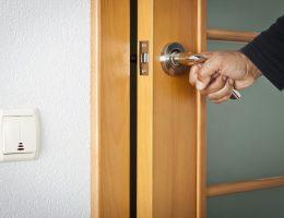 Межкомнатные двери: выбираем, устанавливаем и ремонтируем