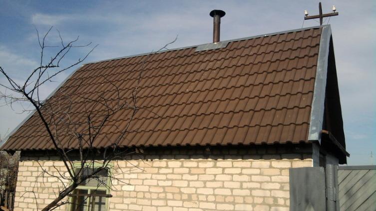 Как самостоятельно покрыть крышу полимерпесчаной черепицей?
