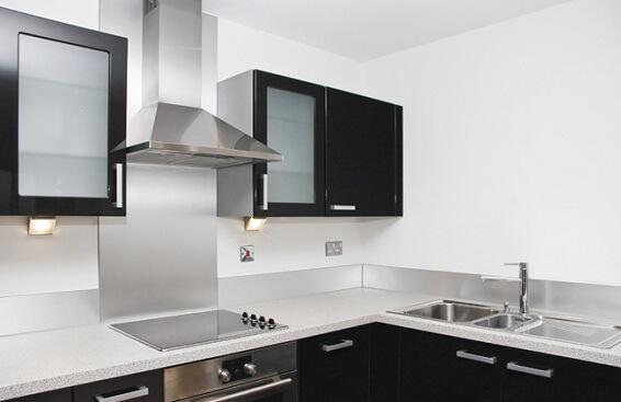 Обеспечение вентиляции дать кухни и столовой можно, если купить вытяжку.