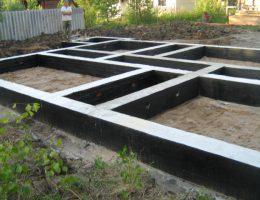 Фундамент для домов и бань из бревна