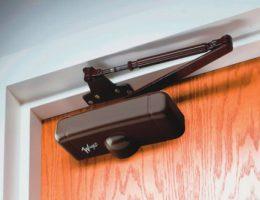 Компания dveri-zamki.dp.ua – качественные дверные доводчики по лояльным ценам