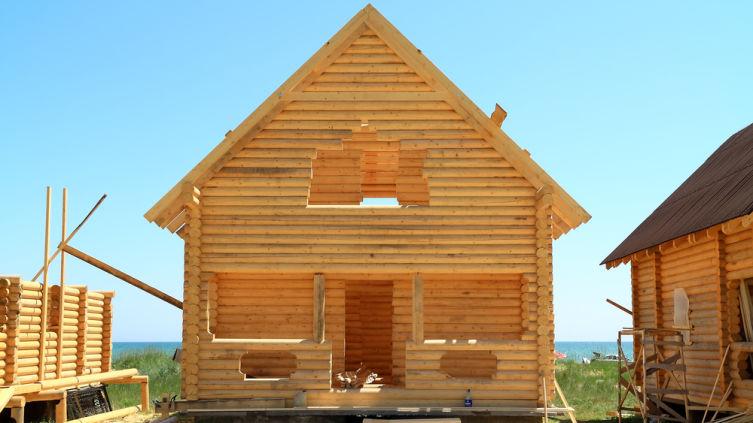 Почему деревянные дома лучше начинать строить весной?