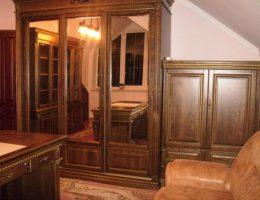 Шкафы из дерева: роскошь или необходимость