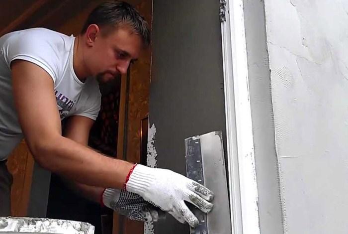 Об отделке откосов входной двери – варианты и способы
