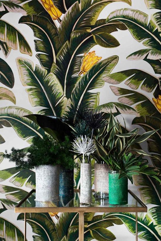 Принт с пальмовым листом: тропический тренд в интерьере