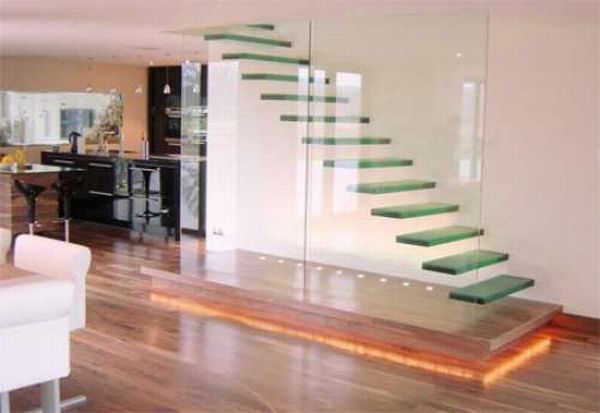 Стеклянные лестницы в интерьере дома