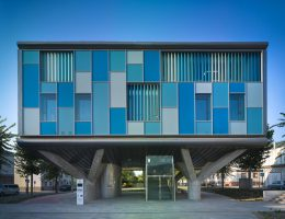 Свременный энергоэффективный дом с необычным дизайном