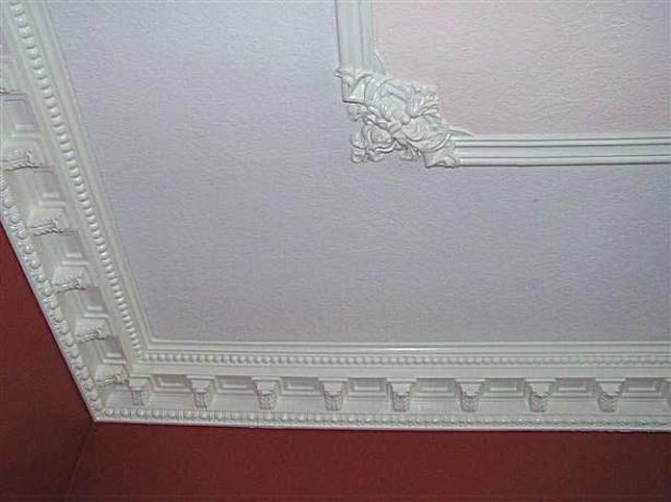 Плинтус для потолка, особенности