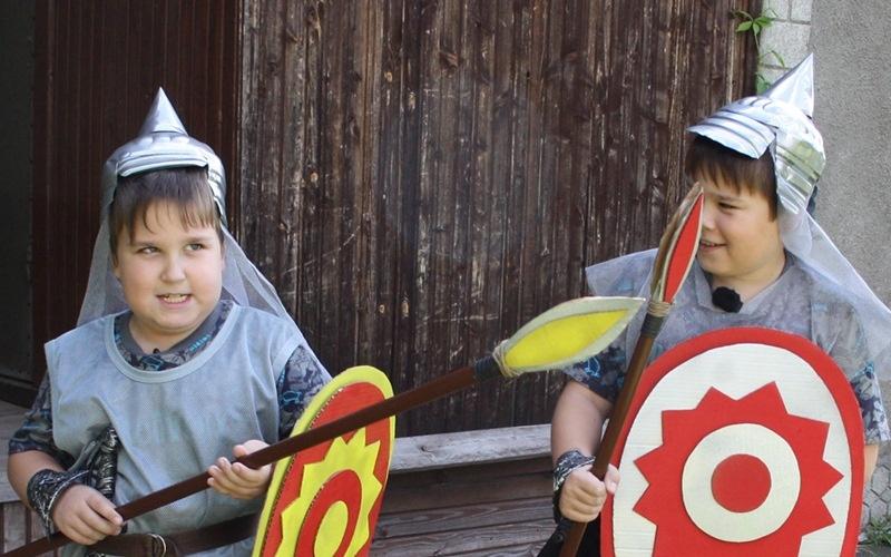 Костюм рыцаря для ребенка идеален для малышей и школьников