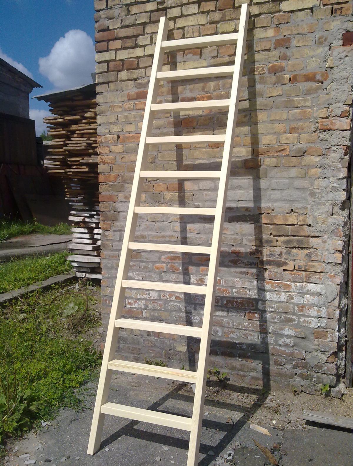 Инструкция, как сделать деревянную приставную лестницу своими руками.