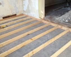 Черновой пол из дерева и бетона