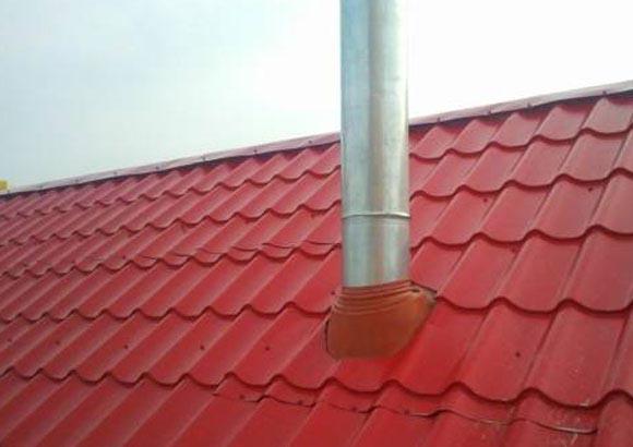 Обустройство дымохода через металлочерепицу