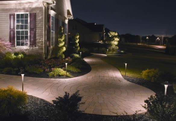 Освещение двора загородного дома