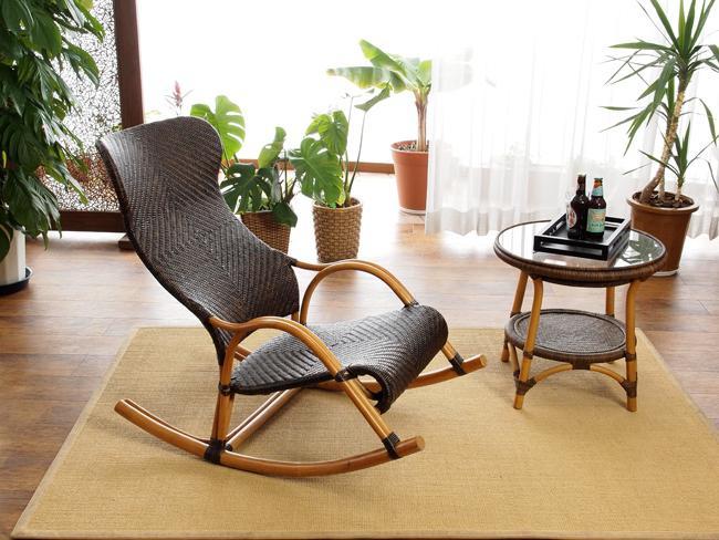 Преимущества кресла-качалки из натурального ротанга