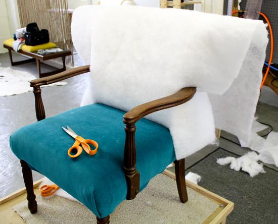 Как перетянуть старое кресло?