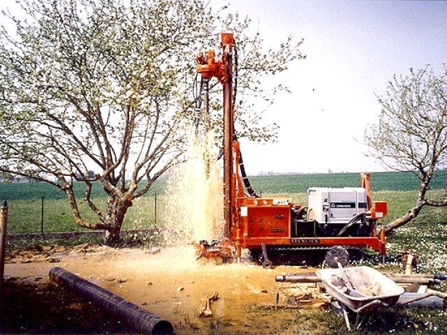 Как бурят скважину для водоснабжения