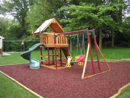 Как обустроить детскую площадку на дачном участке