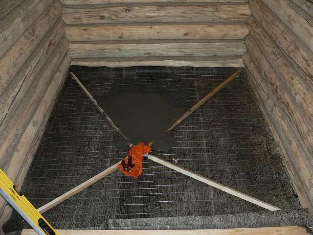 Заливаем бетонные полы в бане с уклоном для слива
