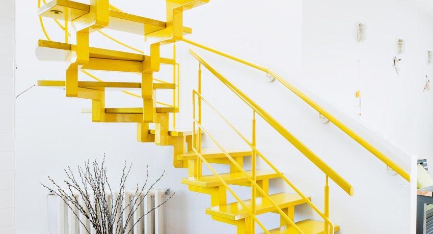 Изготовление и крепление элементов конструкции лестницы