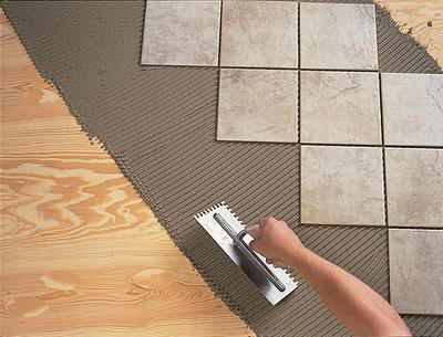 Укладка плитки в деревянном доме
