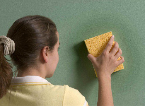 Выведение пятен с окрашенных стен