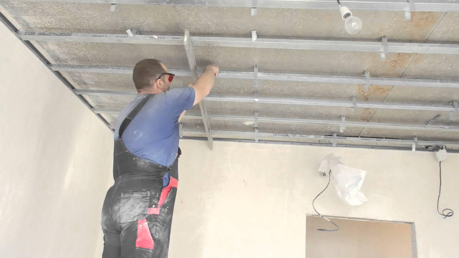 Как правильно делать монтаж гипсокартона на потолок: краткая инструкция