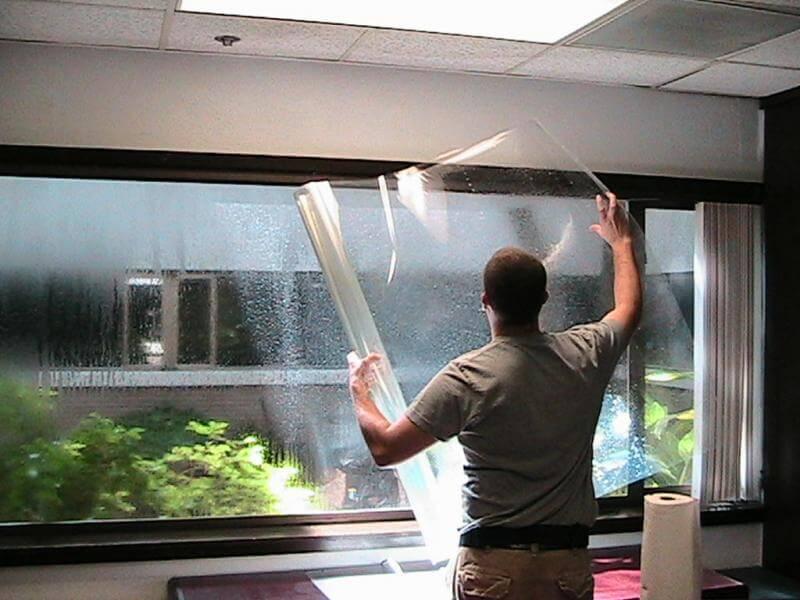 Защитная пленка на окна: что это такое и для чего она нужна?