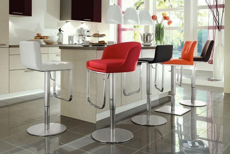 Выбираем барные стулья на кухню