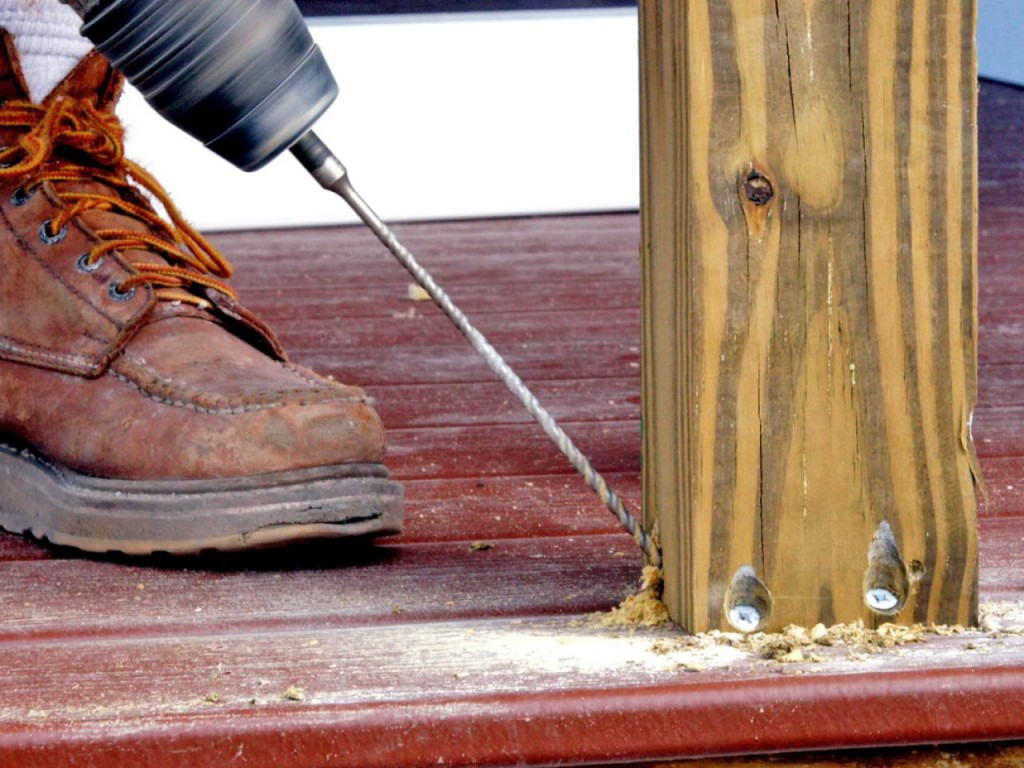 Крепление балясин на деревянной лестнице