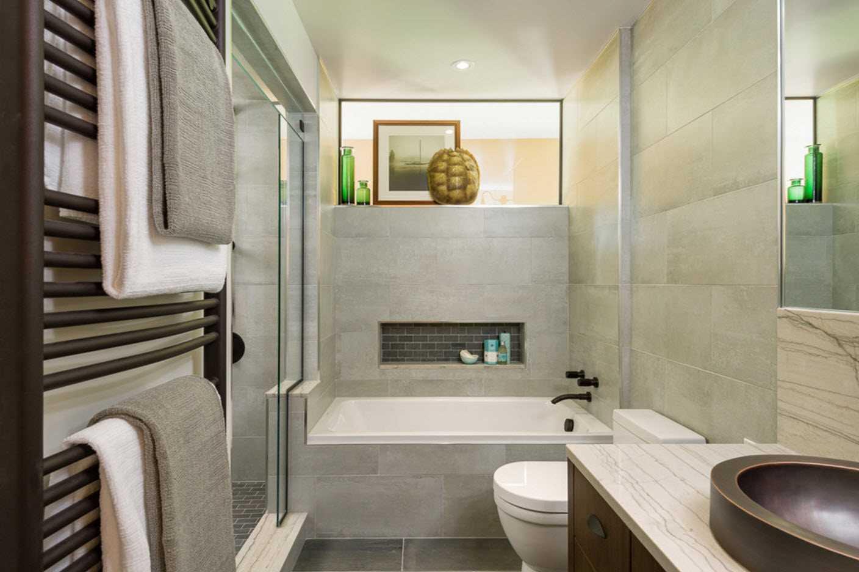 Оформление и особенности ванной комнаты в коттедже