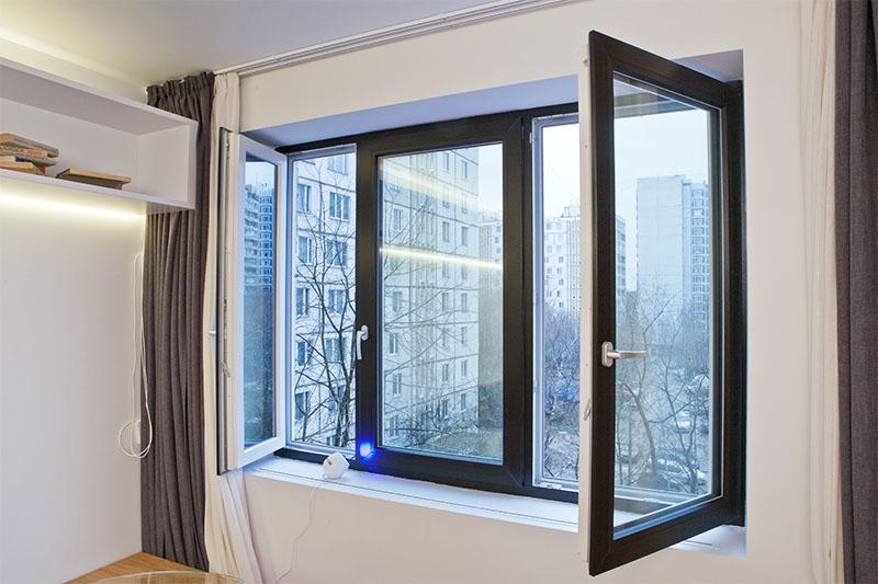 Достоинства пластиковых окон в интерьере: надежная защита и эстетика