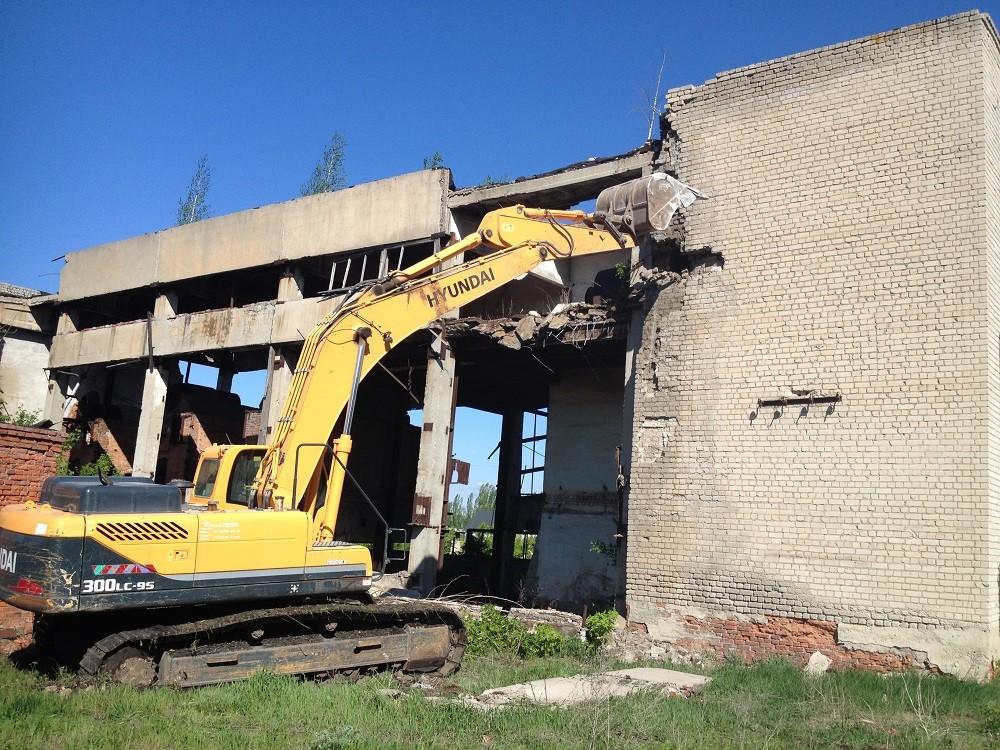 Демонтаж зданий и домов: виды и особенности