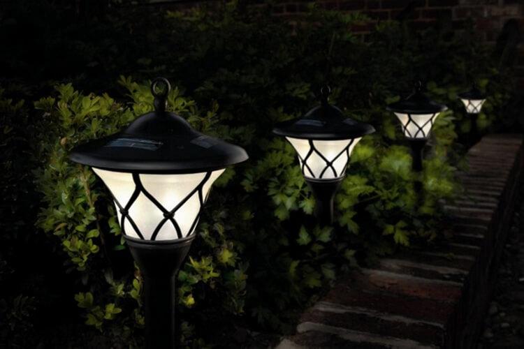 Садовые светильники: какие бывают, как выбрать и где приобрести функциональные элементы декора