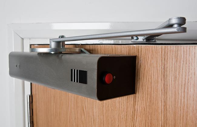 От чего зависит цена на доводчики для двери