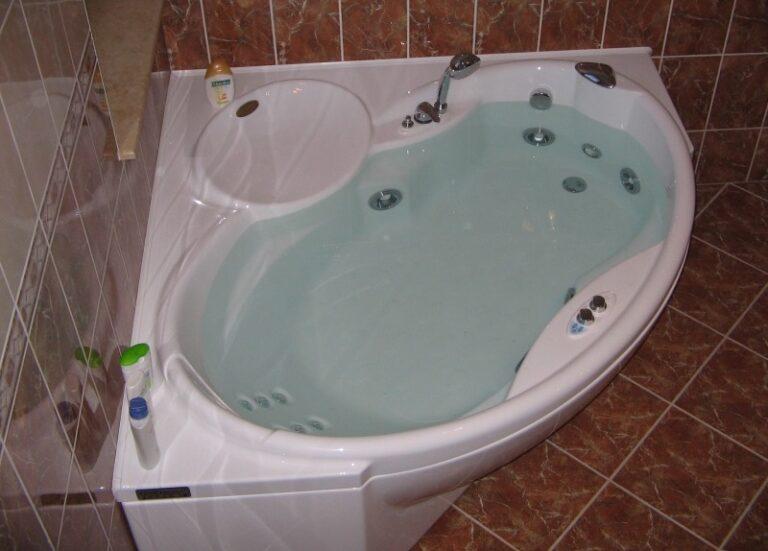 Современные гидромассажные ванны. Функции, материалы, производители