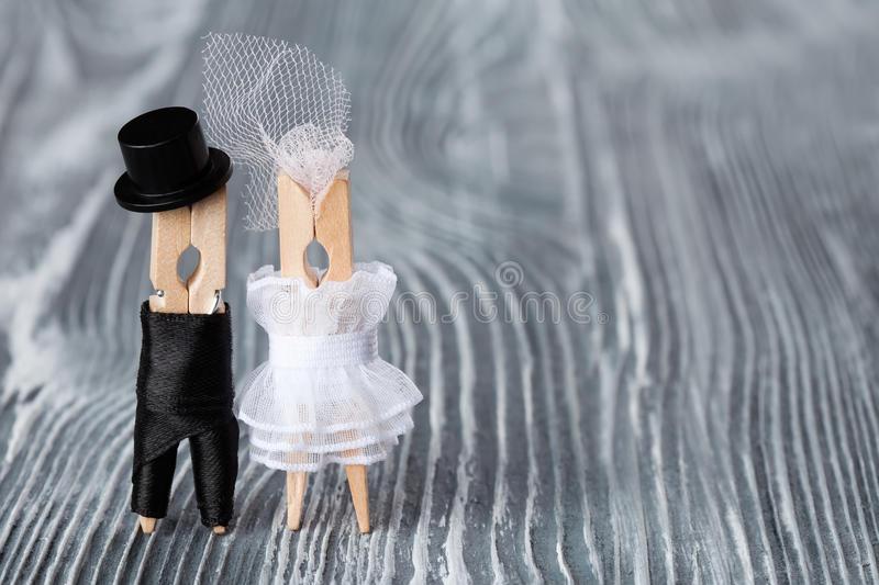 Украшение для свадебного интерьера. Фигурки жениха и невесты своими руками