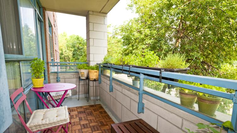 Как сделать балкон безопасным местом для отдыха?