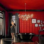 Модные тенденции в ванной комнате – черные, стеклянные и деревянные ванны