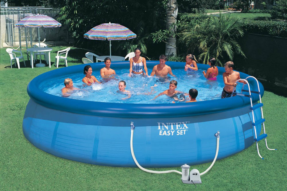 Советы молодоженам: надувной бассейн для дачи