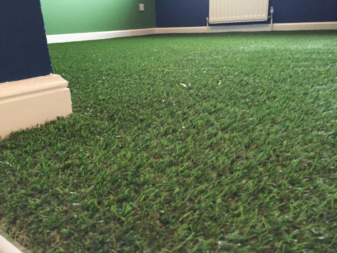 Декоративная искусственная трава для интерьера