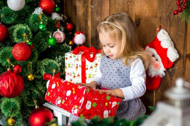 Не только пушистые: необычные новогодние елки, которые можно купить онлайн